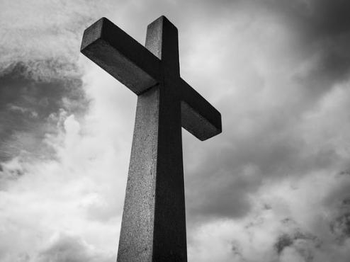 Ilustrativna fotografija križa na groblju