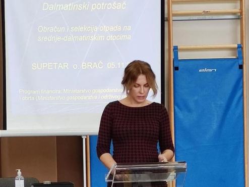Ilustrativna slika govornice na konferenciji