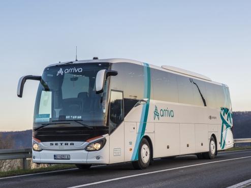 Slika Arriva autobusa na cesti