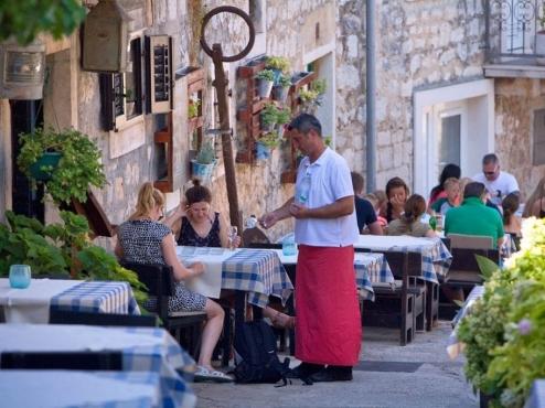 Ilustrativna fotografija bašte restorana Vinotoka