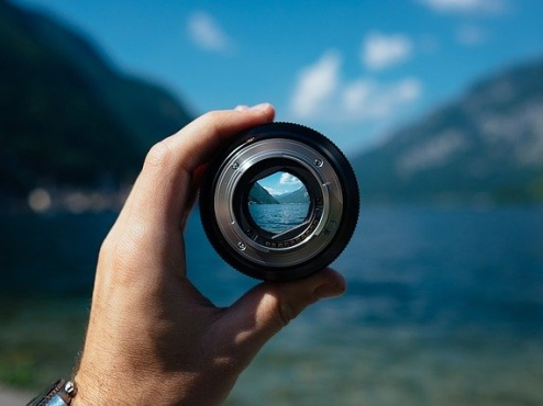 Ilustrativna fotografija uvale viđene kroz objektiv fotoaparata