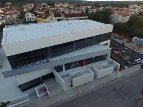 Ilustrativna fotografija supetarske školske sportske dvorane iz zraka