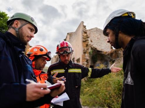 Ilustrativna fotografija inženjera na potresom pogođenom području