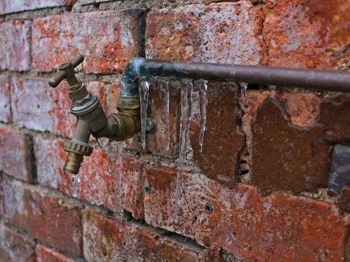 Ilustrativna fotografija smrznute cijevi za vodu